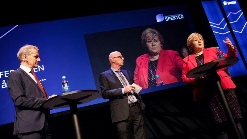 Jonas Gahr Støre og Erna Solberg møttes til debatt på Spekterkonferansen. Debattleder i midten, Terje Svabø. Foto: Thomas T. Kleiven.